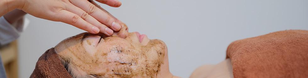 天然のハーブを用いた皮膚深部再生療法です